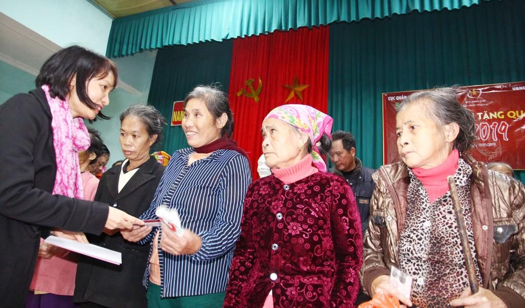 Cục Quản lý đấu thầu, Báo Đấu thầu trao hàng trăm suất quà Tết cho các hộ nghèo huyện Văn Quan (Lạng Sơn) và huyện Nam Đàn (Nghệ An) - ảnh 4