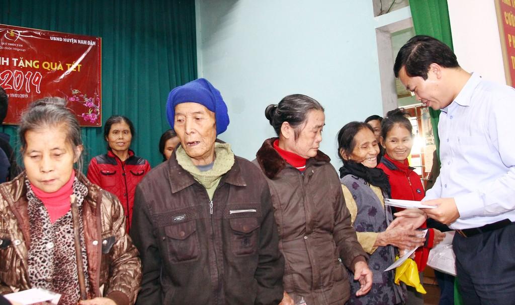 Cục Quản lý đấu thầu, Báo Đấu thầu trao hàng trăm suất quà Tết cho các hộ nghèo huyện Văn Quan (Lạng Sơn) và huyện Nam Đàn (Nghệ An) - ảnh 5