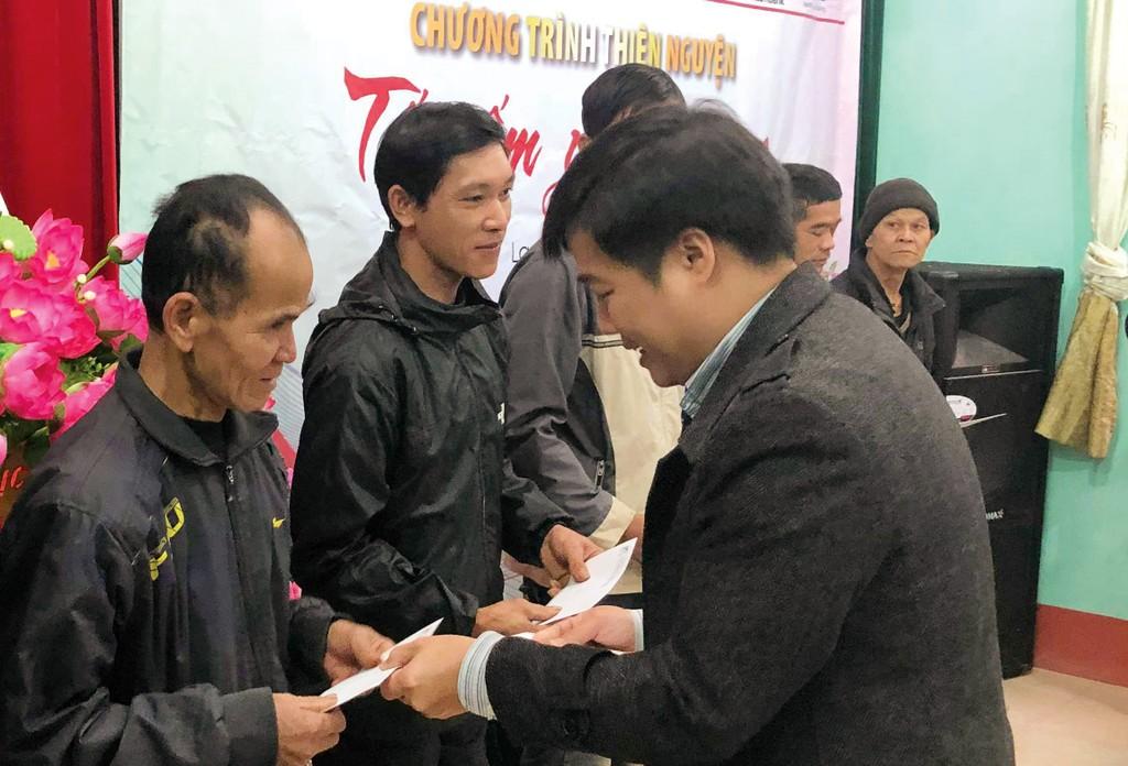 Cục Quản lý đấu thầu, Báo Đấu thầu trao hàng trăm suất quà Tết cho các hộ nghèo huyện Văn Quan (Lạng Sơn) và huyện Nam Đàn (Nghệ An) - ảnh 2