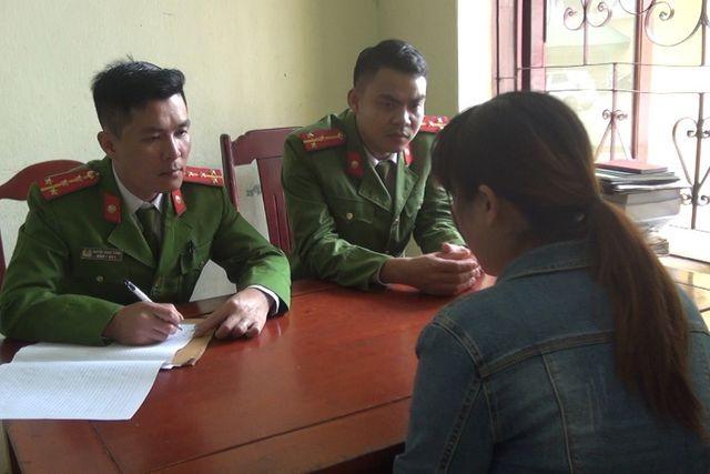 Công an huyện Quảng Xương vận động, thuyết phục các công dân không xuất cảnh trái phép.