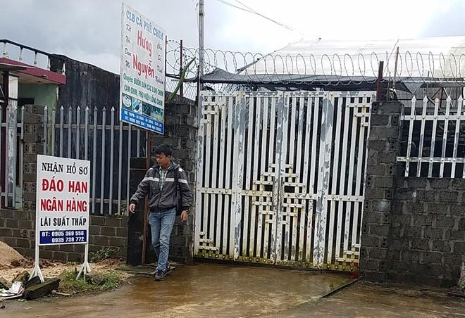 Nhà riêng của Hường đóng kín cửa sau khi tuyên bố vỡ nợ.