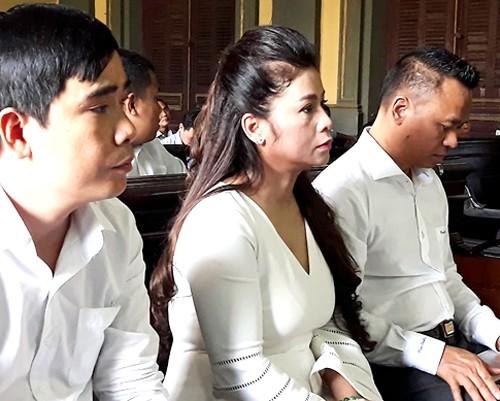 Vợ chồng chủ cà phê Trung Nguyên tranh cãi trong phiên tòa ly hôn - ảnh 2