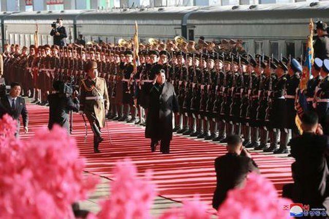 Triều Tiên xác nhận Chủ tịch Kim Jong-un và em gái đã lên tàu tới Việt Nam - ảnh 1