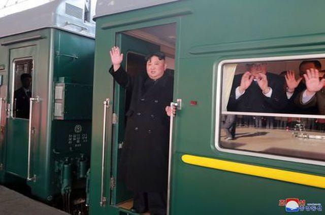 Triều Tiên xác nhận Chủ tịch Kim Jong-un và em gái đã lên tàu tới Việt Nam - ảnh 2