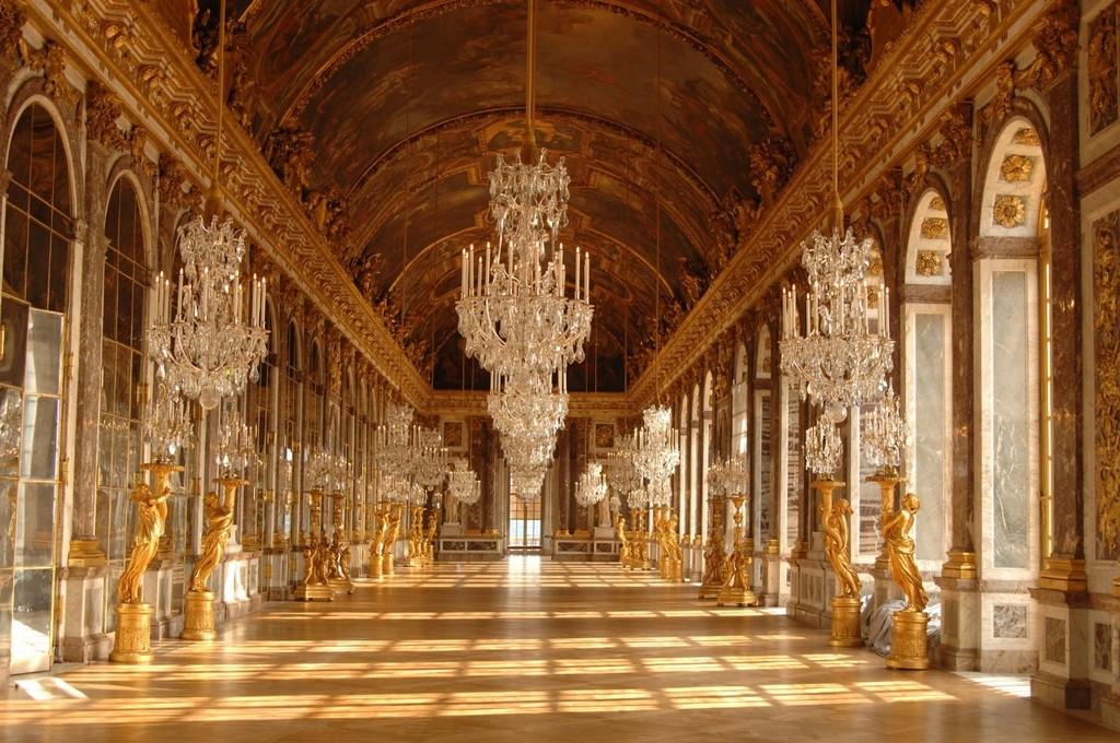 Cảm hứng cung điện Versailles tỏa sáng tại D'. Palais Louis - ảnh 1