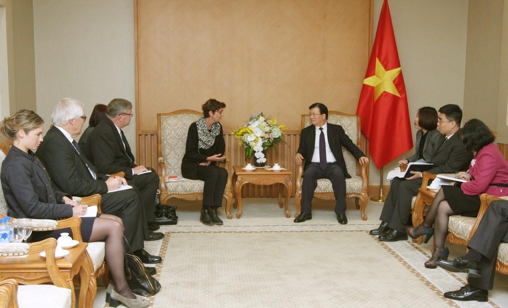 Phó Thủ tướng Trịnh Đình Dũng tiếp bà Grete Lochen, Đại sứ Na Uy. Ảnh: VGP