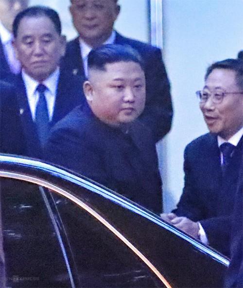 Chủ tịch Kim Jong-un đến Đại sứ quán Triều Tiên - ảnh 1