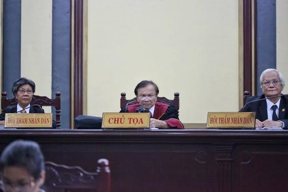 Ngừng phiên tòa để làm rõ 2.109 tỉ đồng đứng tên bà Lê Hoàng Diệp Thảo - ảnh 3