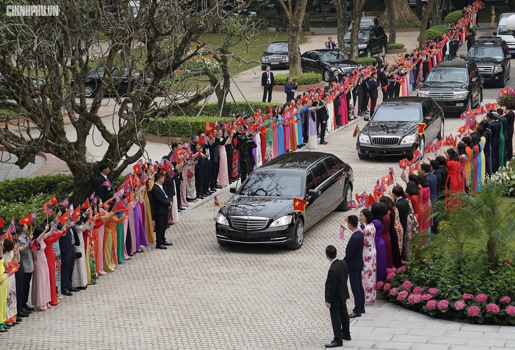 Thủ tướng Chính phủ Nguyễn Xuân Phúc tiếp Chủ tịch Kim Jong Un - ảnh 1
