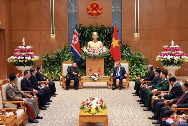 Truyền thông Triều Tiên đăng bộ ảnh ấn tượng về chuyến thăm Việt Nam của ông Kim Jong-un - ảnh 11