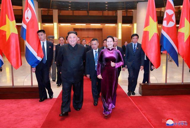 Truyền thông Triều Tiên đăng bộ ảnh ấn tượng về chuyến thăm Việt Nam của ông Kim Jong-un - ảnh 12