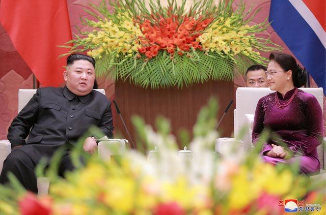 Truyền thông Triều Tiên đăng bộ ảnh ấn tượng về chuyến thăm Việt Nam của ông Kim Jong-un - ảnh 13