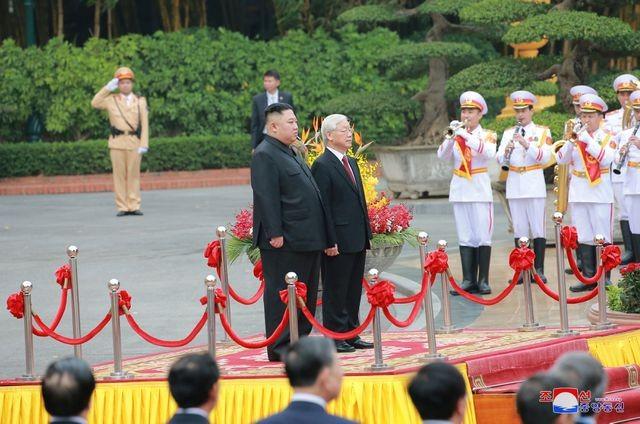 Truyền thông Triều Tiên đăng bộ ảnh ấn tượng về chuyến thăm Việt Nam của ông Kim Jong-un - ảnh 2