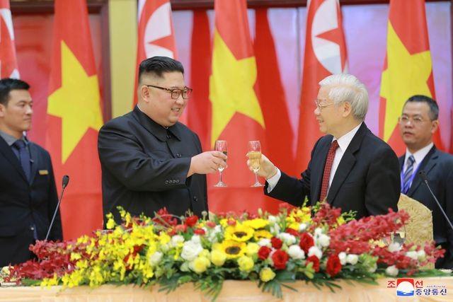Truyền thông Triều Tiên đăng bộ ảnh ấn tượng về chuyến thăm Việt Nam của ông Kim Jong-un - ảnh 6