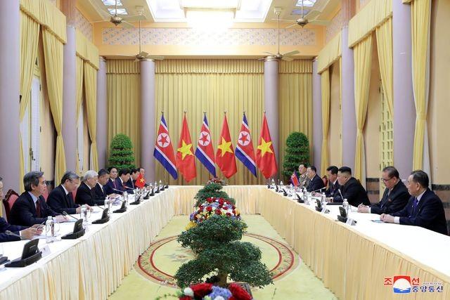 Truyền thông Triều Tiên đăng bộ ảnh ấn tượng về chuyến thăm Việt Nam của ông Kim Jong-un - ảnh 4