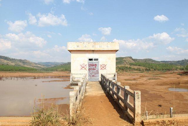 Công trình đập thủy lợi Đăk Ngo trơ đáy do sai phạm trong quá trình thi công