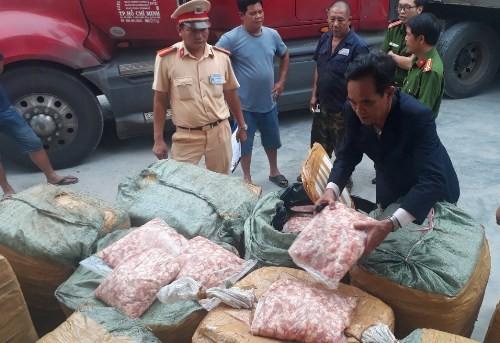 1,5 tấn sụn gà được chuyển từ Lào về Việt Nam tiêu thụ.