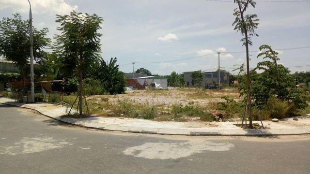 Đại gia ô tô bỏ hoang showroom, ôm tiền đổ về Đà Nẵng buôn đất - ảnh 1
