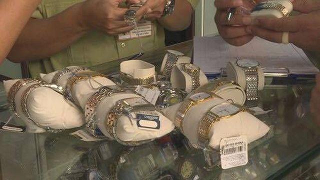 Đắk Lắk:Tạm giữ trên 500 chiếc đồng hồ nghi làm nhái của thương hiệu nổi tiếng - ảnh 1