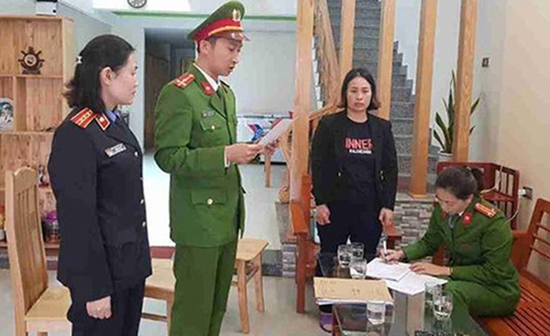Cơ quan điều tra đọc lệnh khởi tố với nghi can Trương Thị Linh