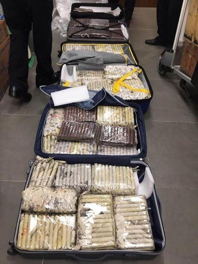 Tạm giữ 3.000 điếu xì gà từ Cu Ba nhập về Đà Nẵng - ảnh 1