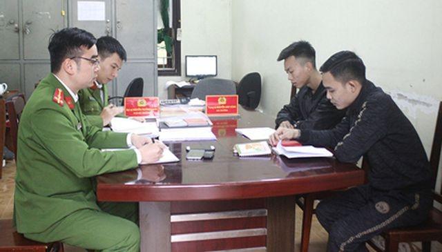 Hai đối tượng Đặng Ngọc Anh và Lê Duy Thành khai báo tại Cơ quan điều tra.