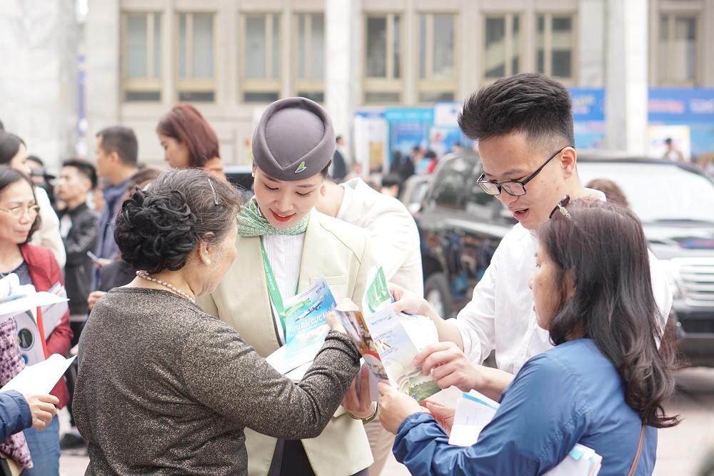 """Xếp hàng đông nghẹt """"săn"""" vé máy bay và combo du lịch trọn gói của Bamboo Airways - ảnh 4"""