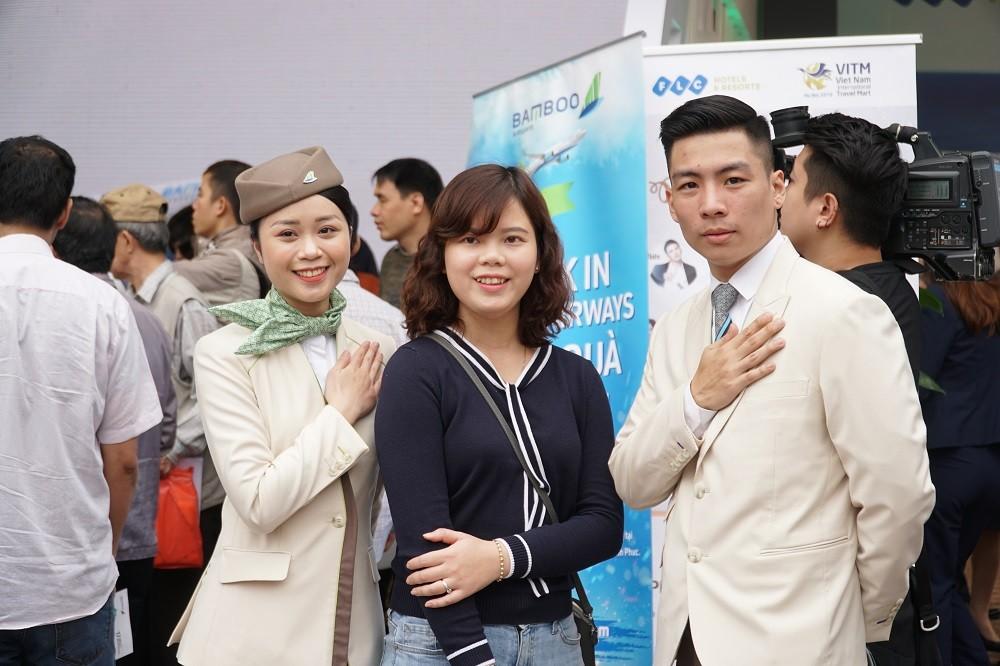 """Xếp hàng đông nghẹt """"săn"""" vé máy bay và combo du lịch trọn gói của Bamboo Airways - ảnh 6"""