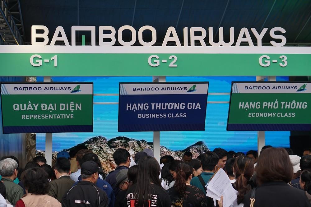 """Xếp hàng đông nghẹt """"săn"""" vé máy bay và combo du lịch trọn gói của Bamboo Airways - ảnh 7"""