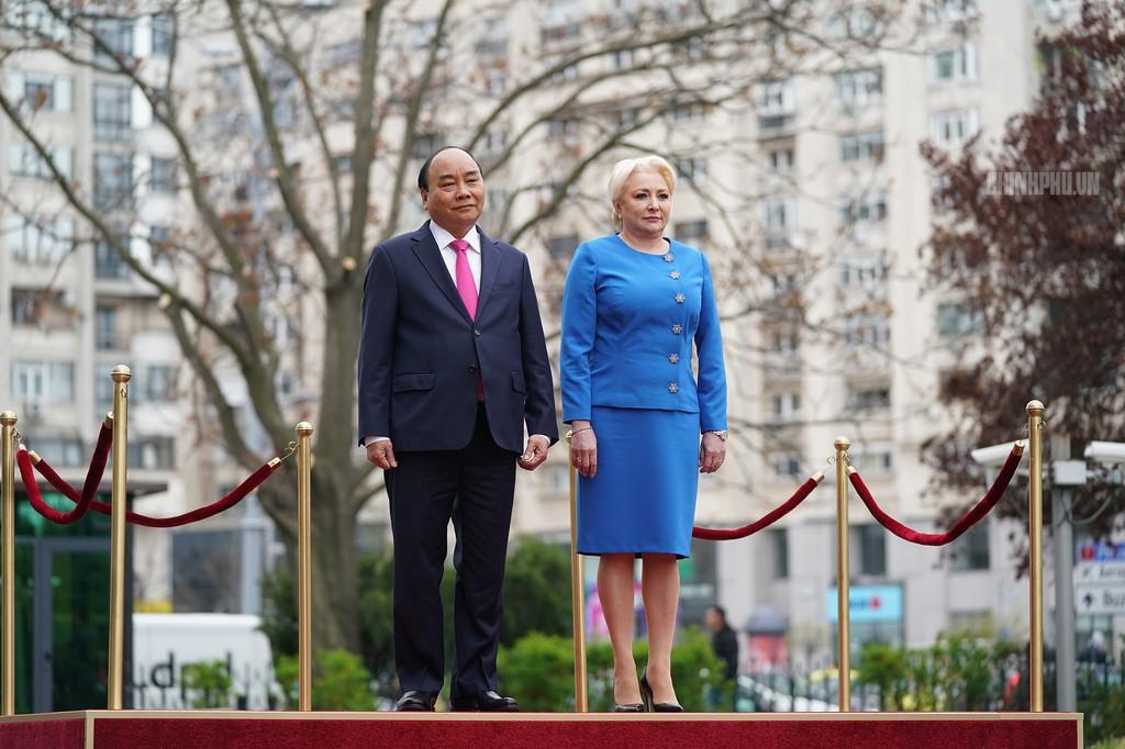 Lễ đón trọng thể Thủ tướng thăm Romania - ảnh 1