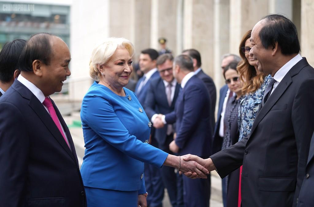 Lễ đón trọng thể Thủ tướng thăm Romania - ảnh 3