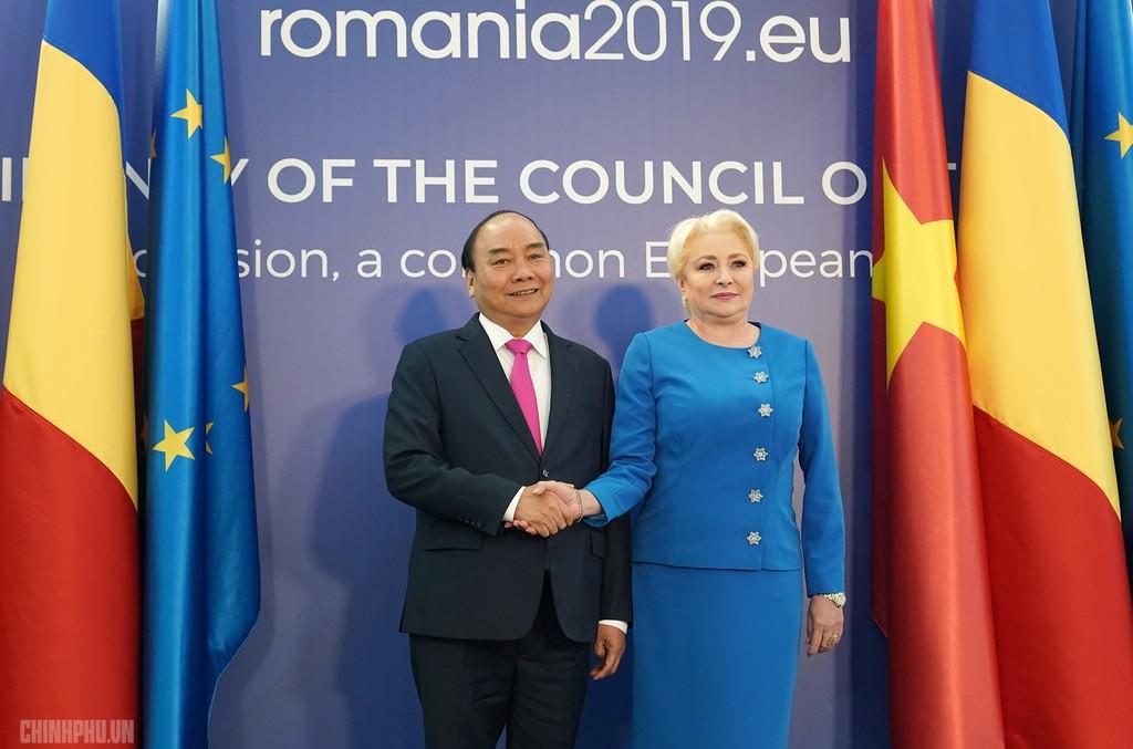 Lễ đón trọng thể Thủ tướng thăm Romania - ảnh 4