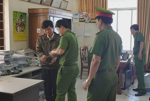 Phú Yên: Truy tố 3 cựu cán bộ kiểm lâm vì liên quan đến việc tham ô hơn 5,8 tỷ đồng - ảnh 1