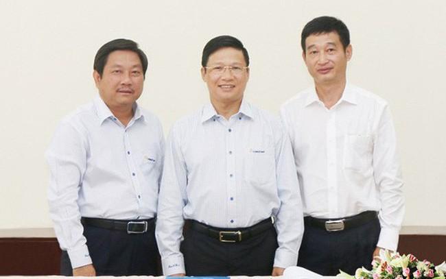 Ông Nguyễn Thanh Tùng - Tổng giám đốc, ông Võ Minh Tuấn - Chủ tịch HĐQT;  và ông Huỳnh Phương - thành viên HĐQT DongA Bank (từ trái qua phải). Ảnh: DAB.