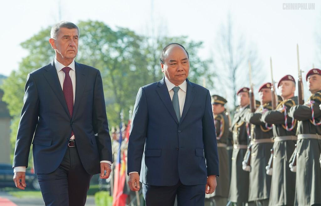 Thủ tướng Cộng hòa Czech chủ trì lễ đón chính thức Thủ tướng Nguyễn Xuân Phúc - ảnh 3