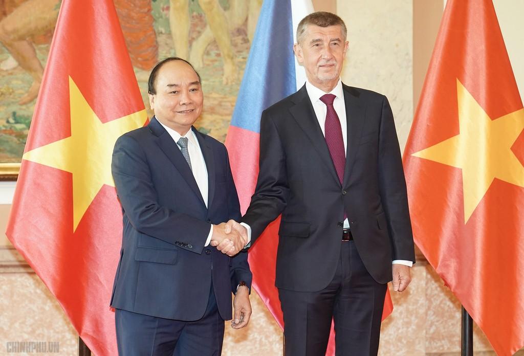 Thủ tướng Cộng hòa Czech chủ trì lễ đón chính thức Thủ tướng Nguyễn Xuân Phúc - ảnh 4