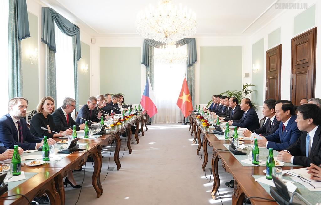 Thủ tướng Cộng hòa Czech chủ trì lễ đón chính thức Thủ tướng Nguyễn Xuân Phúc - ảnh 5