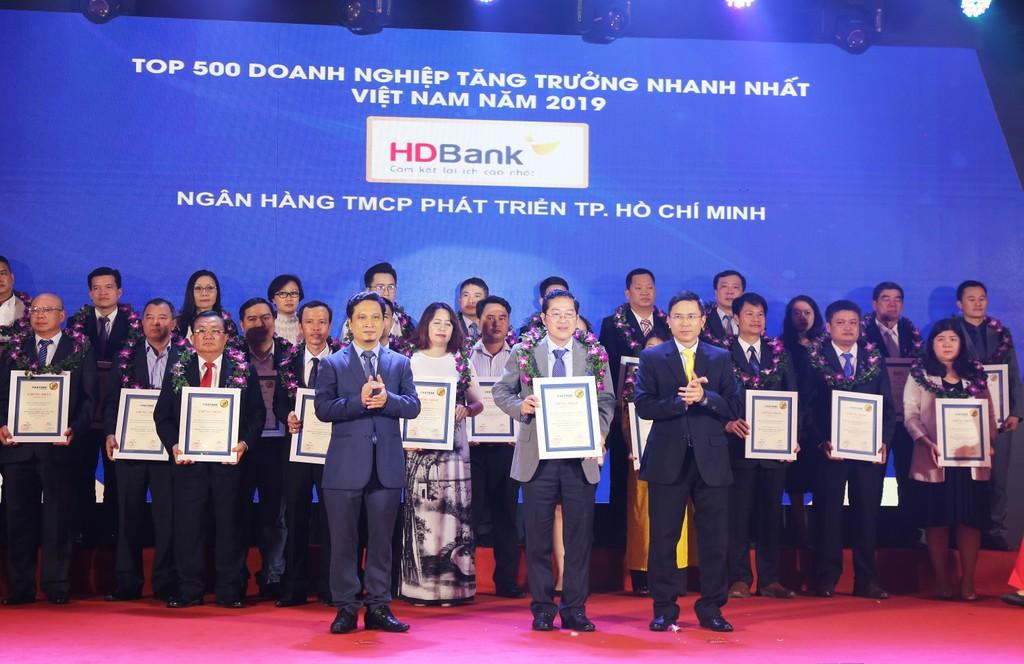 HDBank vừa được Vietnam Report đánh giá nằm trong Top 5 Ngân hàng có tốc độ tăng trưởng nhanh nhất 2019
