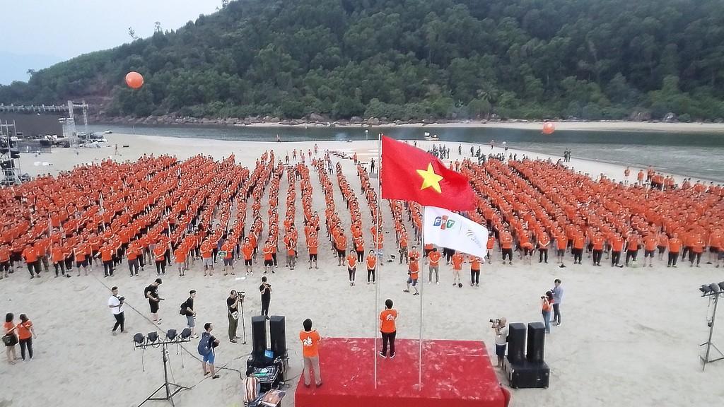 Gần 3.000 người FPT IS cùng hát Quốc ca đón Hành trình ngày mới chào tuổi 25 - ảnh 2