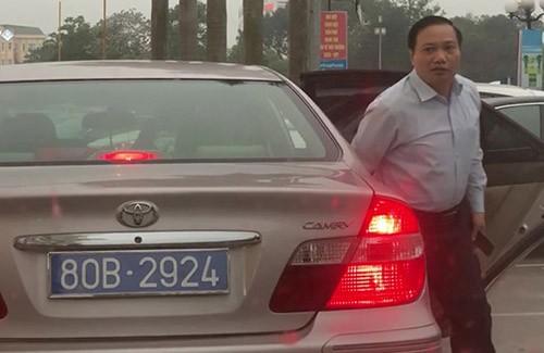 Thu hồi hai biển số dùng chung cho một xe công ở Ninh Bình - ảnh 1
