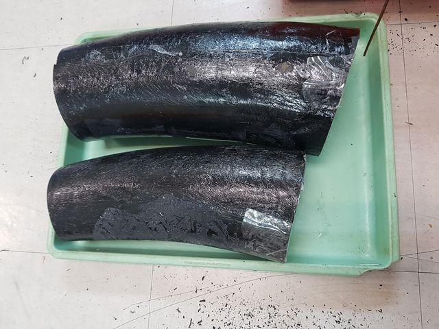 TPHCM: Giấu ngà voi trong thùng tôm hùm và cá khô - ảnh 1