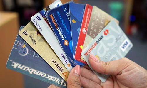Thẻ rút tiền một số ngân hàng thương mại.