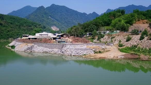 Hiện trường Hợp tác xã Hợp Phát ở huyện Quan Hóa (Thanh Hóa) lấn chiếm sông Mã trái phép