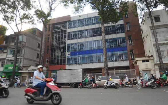 Nhà đất 51-53 An Dương Vương, Q.5 (TP.HCM) được bán với giá bèo