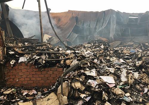 Nhà kho sau vụ cháy.