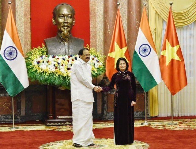 Phó Chủ tịch nước Đặng Thị Ngọc Thịnh và Phó Tổng thống Ấn Độ.