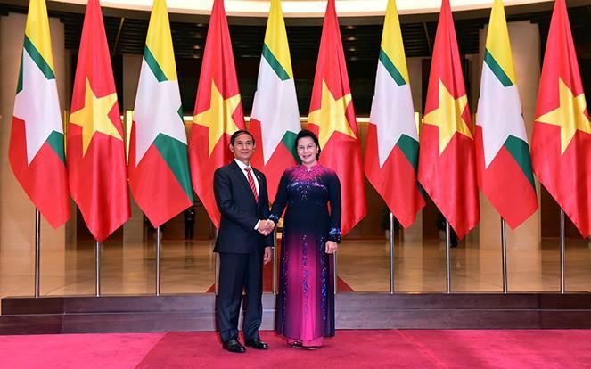 Chủ tịch Quốc hội Nguyễn Thị Kim Ngân hội kiến Tổng thống Myanmar Win Myint.