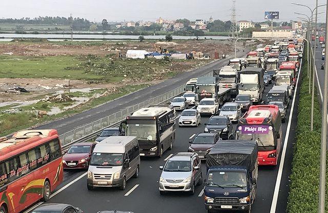 Tình trạng ùn tắc giao thông thường xuyên xảy ra đầu đường Pháp Vân - Cầu Giẽ nối với vành đai 3