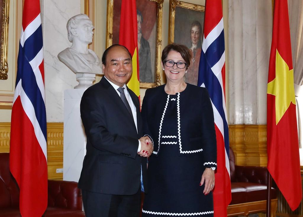 Thủ tướng Nguyễn Xuân Phúc và Chủ tịch Quốc hội Na Uy Tô-ne Trô-en. Ảnh VGP