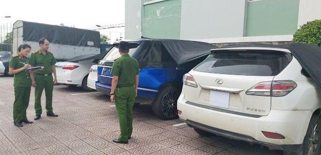 Hàng chục chiếc xe ô tô sang bị thu giữ